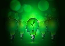 Электрические лампочки человеческой головы сохраняют концепцию экологичности Стоковые Фотографии RF