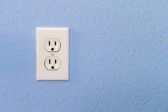Электрические гнезда в красочной голубой стене Стоковая Фотография RF