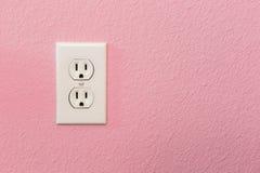 Электрические гнезда в красочной розовой стене Стоковые Фотографии RF