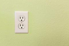 Электрические гнезда в красочной стене Стоковые Фото