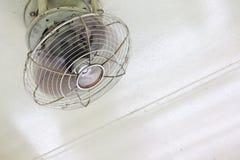 Электрический вентилятор под потолком Стоковое Фото