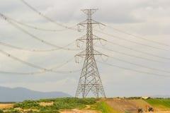 Электрический кабель на передаче стоковая фотография rf