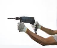 Электрический сверлящ внутри руку работника prepar к сверлить на вопросе i стоковое фото rf
