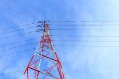 электрическое высокое напряжение тока полюса стоковые фото