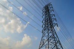 электрическое высокое напряжение тока столба Стоковая Фотография