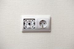 Электрическое гнездо и выход ТВ на стене Стоковые Фотографии RF