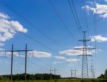электрическое напряжение тока высокой башни Концепция силы Стоковая Фотография RF