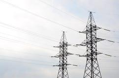 электрическое напряжение тока высокой башни Опора передачи электричества Стоковая Фотография RF