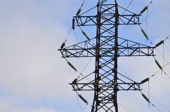 электрическое напряжение тока высокой башни Опора передачи электричества Стоковое Изображение RF