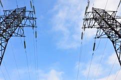 электрическое напряжение тока высокой башни Опора передачи электричества Стоковое Изображение