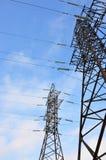 электрическое напряжение тока высокой башни Опора передачи электричества Стоковые Фотографии RF