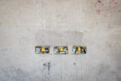электрическое отверстие гнезда на стене concret precat, выходе электрическом w Стоковая Фотография