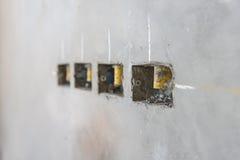 электрическое отверстие гнезда на стене concret precat, выходе электрическом w Стоковые Фото