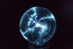 Электричество в шарике плазмы стоковая фотография rf
