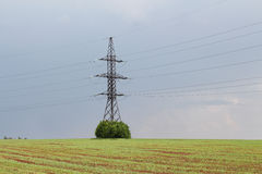Электричество - линия электропередач и кабель стоковое фото