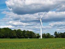 электричество производя ветер турбин стоковое изображение