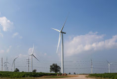 электричество производя ветер турбин стоковое изображение rf