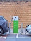 Электричество ` ` EV электротранспорта поручая на этап публичного обвинения стоковое изображение