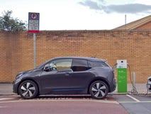 Электричество ` ` EV электротранспорта поручая на этап публичного обвинения стоковое фото