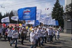 Электроаппаратный завод Чебоксар на шествии в честь первое -го май в Чебоксар Стоковая Фотография