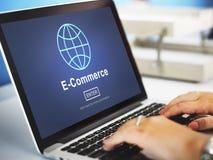 Электронная коммерция выходя онлайн мировоззренческую доктрину вышед на рынок на рынок технологии стоковая фотография