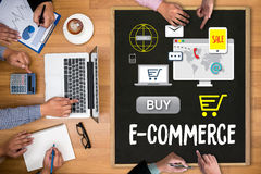Электронная коммерция добавляет к магазина покупки магазина заказа тележки paym онлайн онлайн стоковые изображения rf