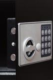 Электронная домашняя безопасная кнопочная панель, малый дом или сейф стены гостиницы с кнопочной панелью Стоковые Изображения