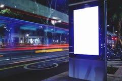 Электронная доска рекламы с экраном космоса экземпляра для ваших текстового сообщения или содержания, знамени с запачканным движе Стоковое Изображение
