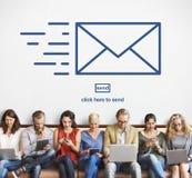 Электронная почта послания посылает концепцию связи конверта Стоковая Фотография RF