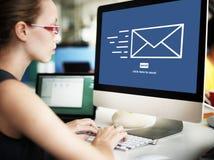 Электронная почта послания посылает концепцию связи конверта Стоковое Изображение