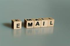 Электронная почта слов написанная в кубах стоковое изображение rf