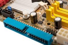 Электронное собрание - цифровые компоненты на mainboard компьютера Стоковое фото RF