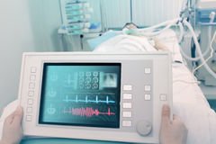 Электронное устройство для обработки и диагноза пациента Стоковые Изображения