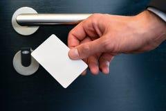 Электронное keycard для двери комнаты в современной гостинице Стоковое Изображение