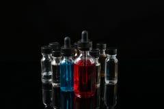 Электронные жидкости сигареты на черной предпосылке Стоковые Изображения RF