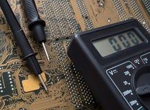Электронные доска и вольтамперомметр стоковая фотография rf