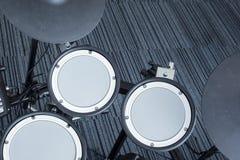 Электронный барабанчик установленный в угол комнаты Стоковая Фотография RF