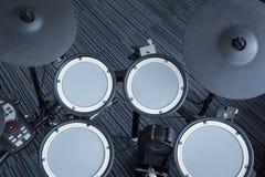 Электронный барабанчик установленный в угол комнаты Стоковые Фото