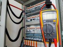 Электронный вольтамперомметр готовый для измерений стоковое фото rf