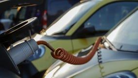Электропитание для поручать электрического автомобиля автомобиль поручая электрическую станцию стоковое фото