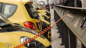 Электропитание для поручать электрического автомобиля автомобиль поручая электрическую станцию стоковые изображения