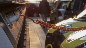 Электропитание для поручать электрического автомобиля автомобиль поручая электрическую станцию стоковая фотография