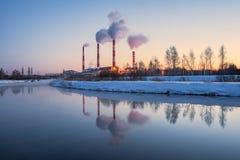 Электростанция в наступлении ночи Стоковая Фотография RF