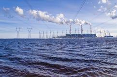 Электростанция газа в солнечном дне Стоковые Изображения RF