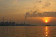 Электростанция на восходе солнца Стоковая Фотография