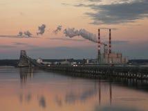 Электростанция на сумраке Стоковые Фотографии RF