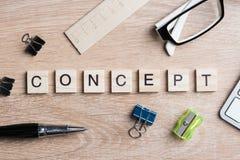 Элементы игры при письма говоря ключевые слова по буквам дела на рабочем месте Стоковые Изображения RF