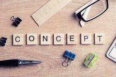 Элементы игры при письма говоря ключевые слова по буквам дела на рабочем месте Стоковое Изображение