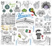 Элементы эскиза Венеции Италии Комплект нарисованный рукой с флагом, картой, clouth gondolier гондол, домами, пиццей, традиционны Стоковые Фото