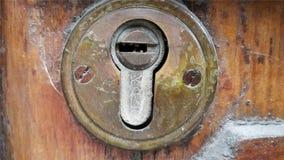 Элемент старого keyhole декоративный на деревянной поверхности Стоковое Изображение RF